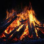 Tradition Osterfeuer – Geschichte, Tipps & Rechtliches rund um den feurigen Osterbrauch