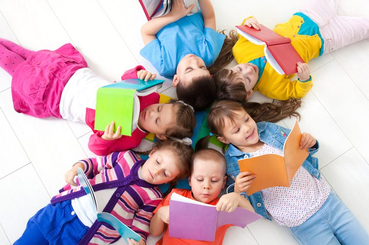 Kinder lesen | © panthermedia.net /yanlev
